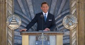 David Miscavige, styreformannen for Religious Technology senter og kirkelige leder av Scientologi-religionen, innviet den nye Scientologikirken i Los Angeles 24. april 2010, sammen med lokale ledere, embetsmenn og 6000 scientologer og gjestene deres.