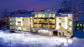 Scientologikirken Moskva Den nye Scientologikirken i Moskva ligger sentralt, bare 15 km fra Den røde plass. Denne nye bygningen er den førende Scientologikirken i Den russiske føderasjonen.