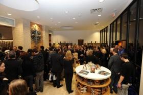 Etter at snoren var klippet over på den fullt ut renoverte bygningen på 2761 Emerson Avenue ble scientologer og gjester vist rundt i den nye Scientologikirken og Celebrity Centre Las Vegas.