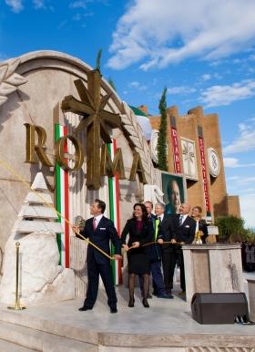 David Miscavige førte an da snoren skulle klippes over for å åpne den nye Scientologikirken i Roma og han fikk selskap av kirkens administrerende direktør, samt dignitarer som markerte den største veksten på 30 år for Scientologi i Italia.