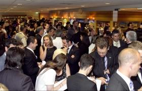 Tusenvis av scientologer og gjester besøkte den nye Scientologikirken i Melbourne. Den helt istandsatte eiendom inkluderer et informasjonssenter for offentligheten med over 450 informasjonsfilmer. Her tilbys en introduksjon til hvert eneste aspekt av Dianetikk og Scientologi samt L. Ron Hubbards liv og arv.