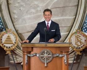 David Miscavige, styreformann og kirkelig leder av Scientologi-religionen forrettet innvielsen denne dagen ved å offisielt åpne den nye kirken i landets hovedstad.
