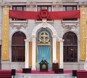 Miscavige dedikerte det restaurerte kjennemerket Transamerica-bygningen i San Franciscos sentrum til en ny æra med åndelig aktivitet.