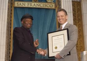 Ved anledningen presenterte San Franciscos ordfører, Willie Brown, kirken med en erklæring som roste den: «For dens innsats med å gjøre byens 'Bay Area' til et bedre sted for mennesker av alle raser, hudfarger, trosretninger og samfunn.»